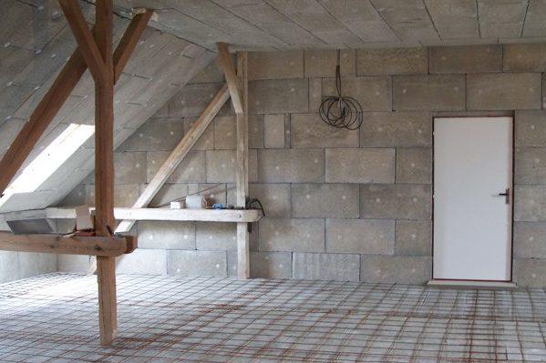Zatepleni vlhkého zdiva v interiéru v podkroví, deskou Styrcon